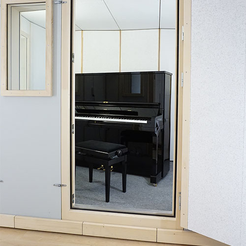 Piano booth STUDIOBOX Professional, balanced interior acoustics